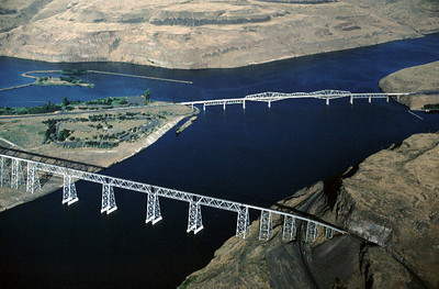 Highway and railroad bridges over the Snake River and Palous River in Washington.