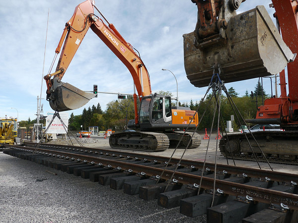 Installation of the last South LRT track