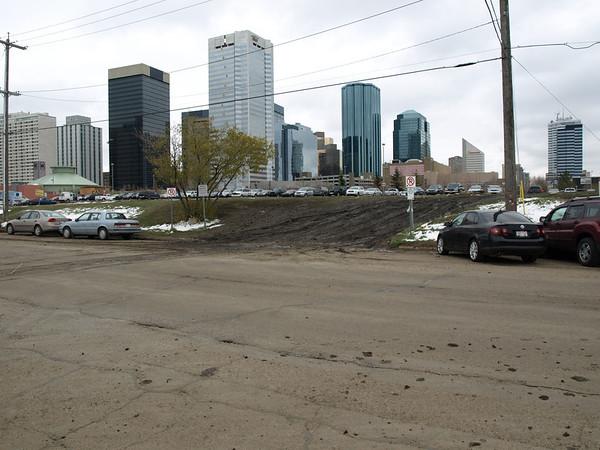 105 Avenue - parking