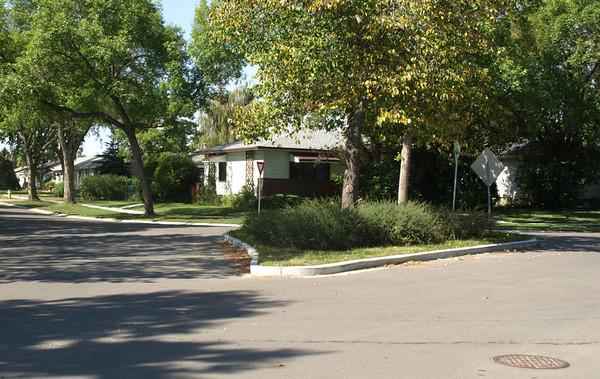 124 Avenue & 135 Street, centre median