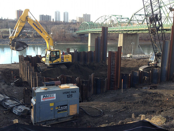 Excavating cofferdam on north side, October 2013.