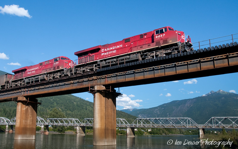 Canadian Pacific Crossing the Columbia