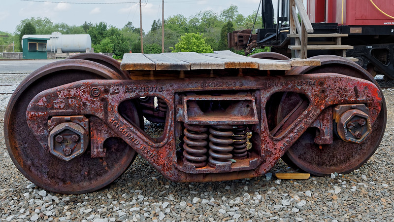Two wheelsets with journal boxes in a freight bogie