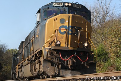 CSX 4569 rounding the bend south of Nashville.  Notes Here.