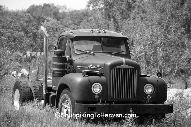 1962 Mack B-61 Thermodyne Diesel Semi Truck, Van Buren County, Michigan