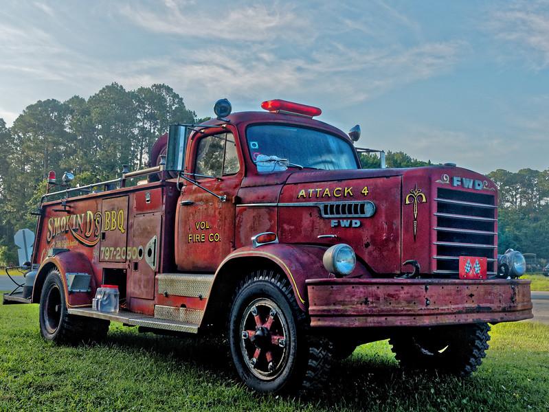 Smokin' D's BBQ Mack Firetruck