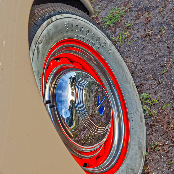 1939 Ford Deluxe V8 Hubcap