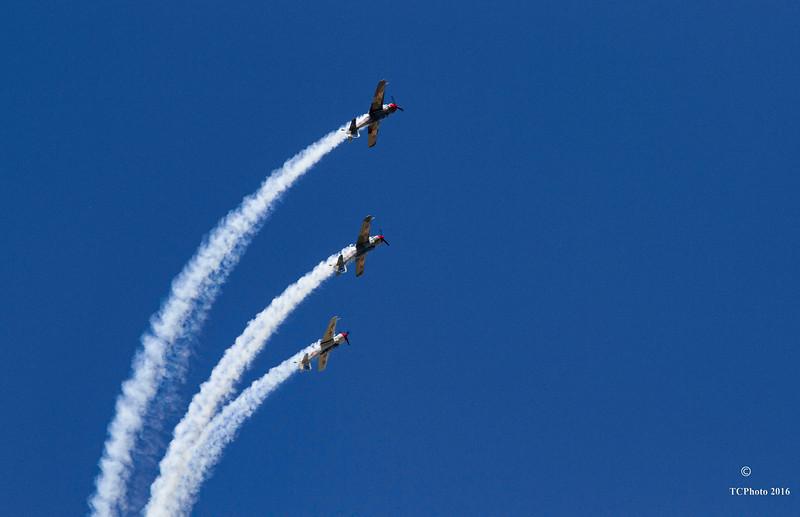 Three split.... The Aeroshell Flight team making a turn.