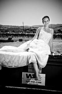 1792-d3_Stacy_Trash_the_Dress_Livermore_White_Crane_Winery