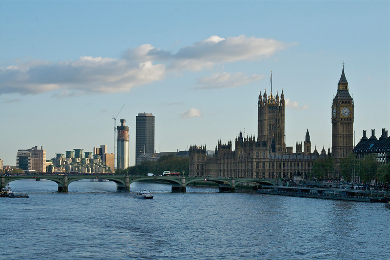 Westminster Bridge, Houses of Parliament on the Thames.