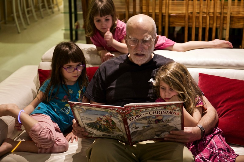 Steve reads to Ani, Makeda and Clio as Christmas approaches.