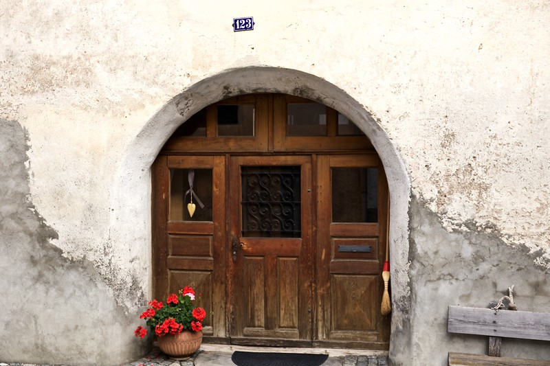 A Seraplana doorway, with heart.