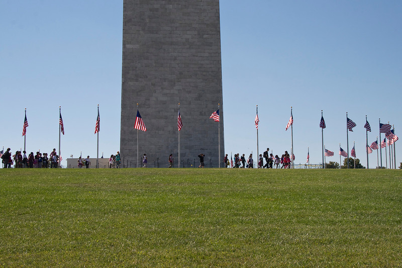 Schoolchildren around the Washington Monument