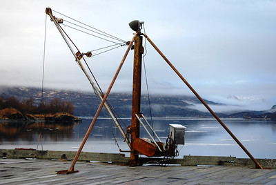 Cannery boat hoist