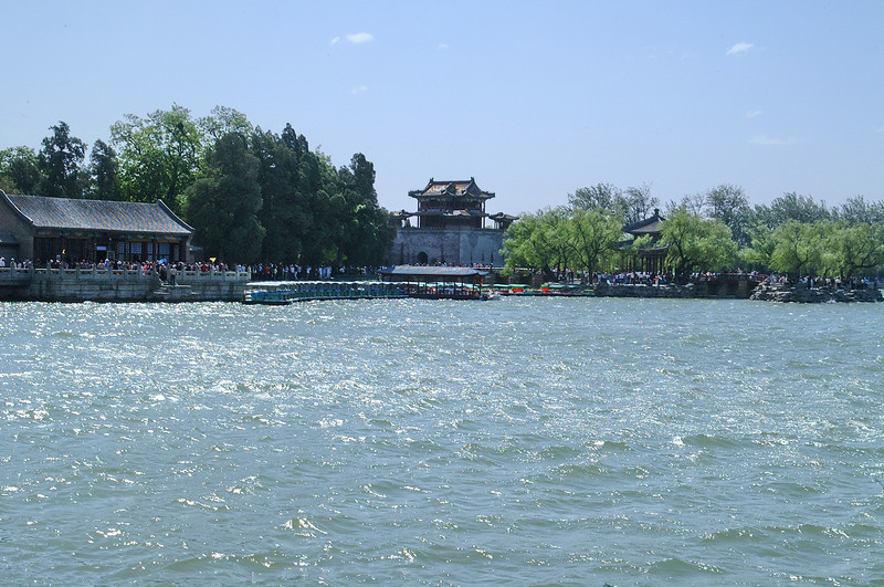 Kunming Lake covers approximately three quarters of the Summer Palace grounds. It is fairly shallow with an average depth of only 1.5 meter.