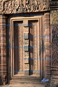 Blind Door Banteay Srei