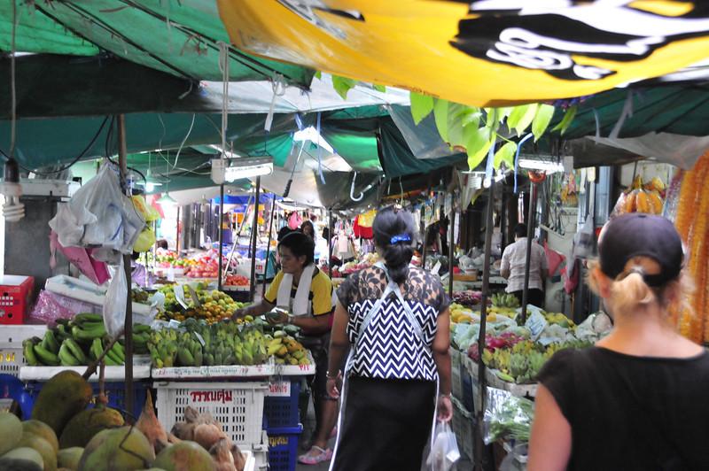 Bangkok street scenes - market