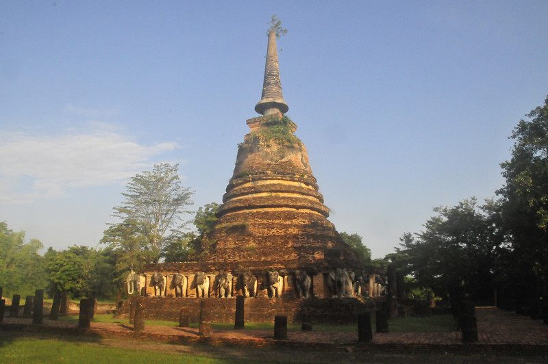 Wat Chang Lom in Sukhotai