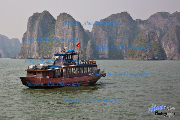 Cruising in Ha Long Bay