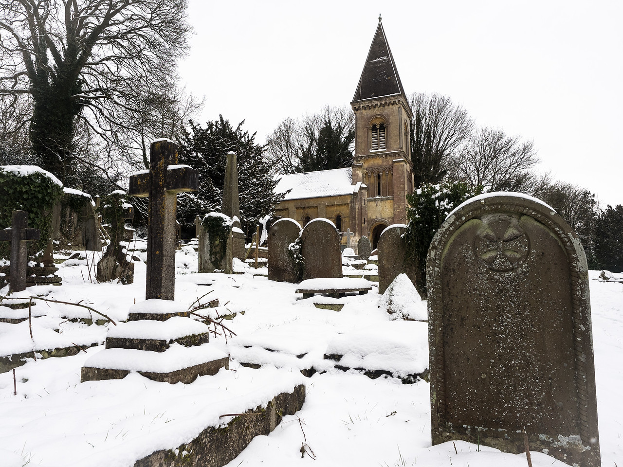 The picturesque graveyard of Bath Abbey, actually a bit outside the town. It looked fantastic in the snow.