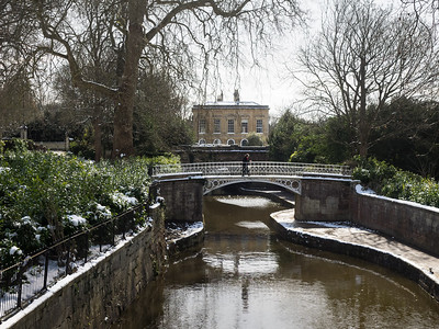 The canal passing through Sydney Gardens. A railway line also cuts right through the gardens - you can stand and watch the trains zoom by.