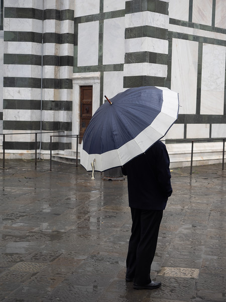 It drizzled quite a lot when I was in Florence...this is outside the Baptistery.