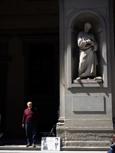 Life imitates Art, outside the Uffizi gallery.