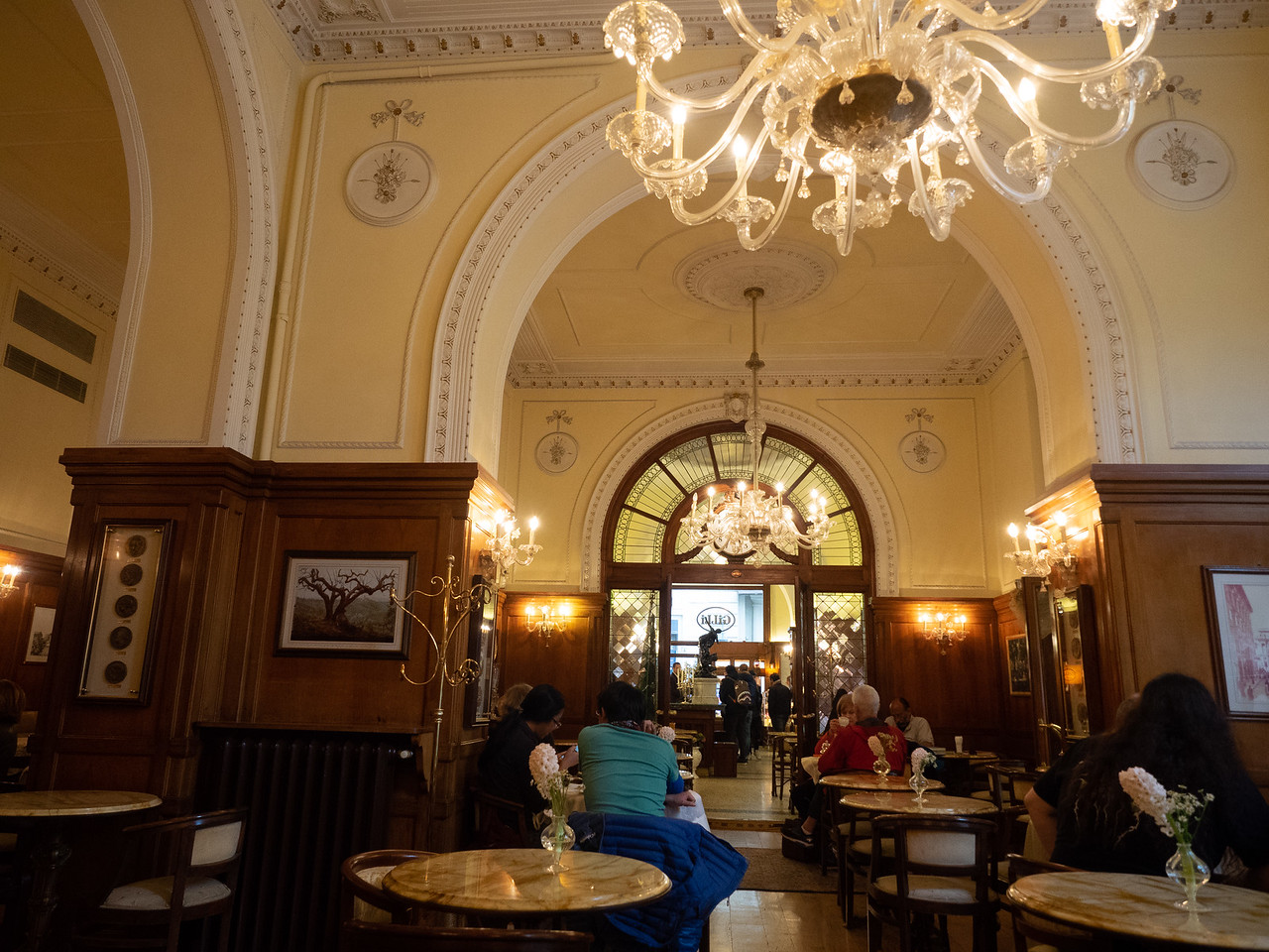 Back in Florence, having a coffee in the beautiful old cafe,  Gilli