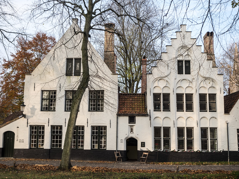 One of the buildings in the Begijnhof.