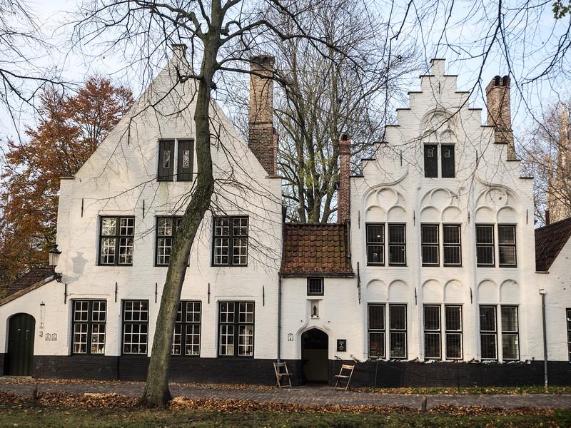 One of the buildings in the Begijnhof.