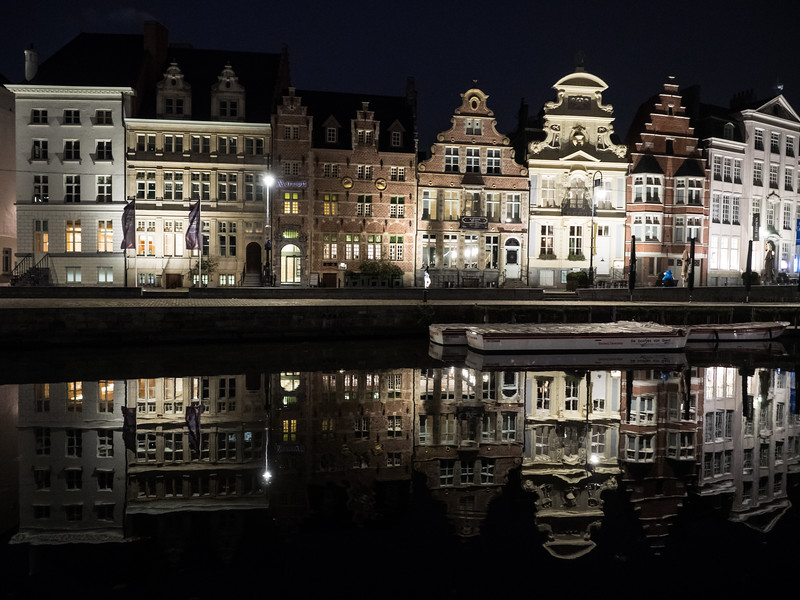 This fine series of buildings is the Korenlei, across the water from the Graslei.