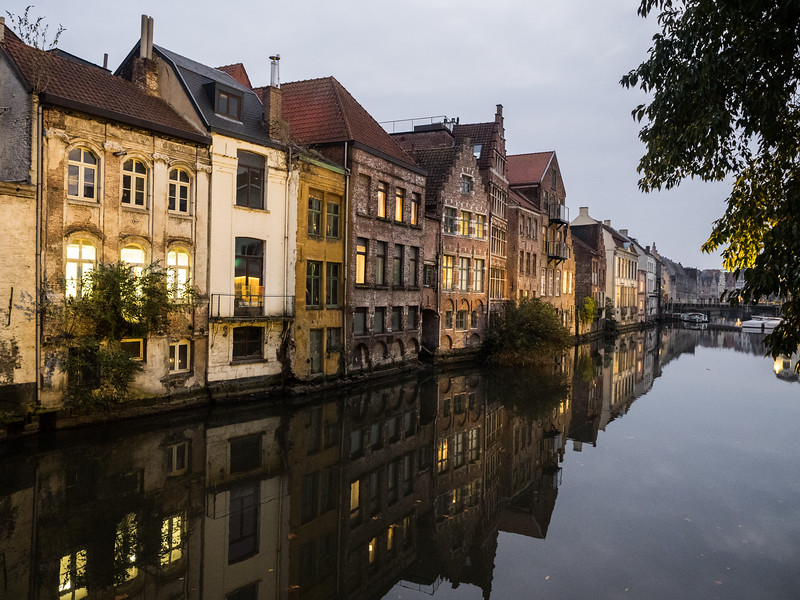As dusk fell and lights came on in the buildings I could really see how beautiful Ghent is, especially with the reflections in the canals.