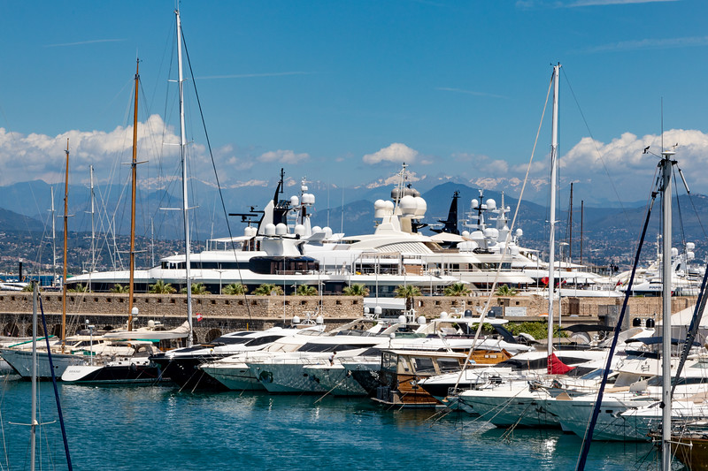 Enormous Yachts