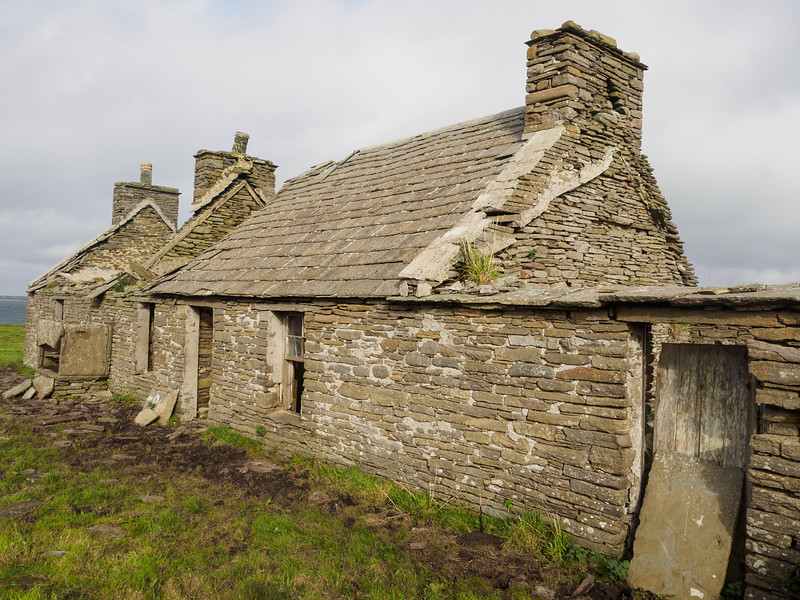A ruined cottage - note the flagstone roof. All the older house here had roofs like this.