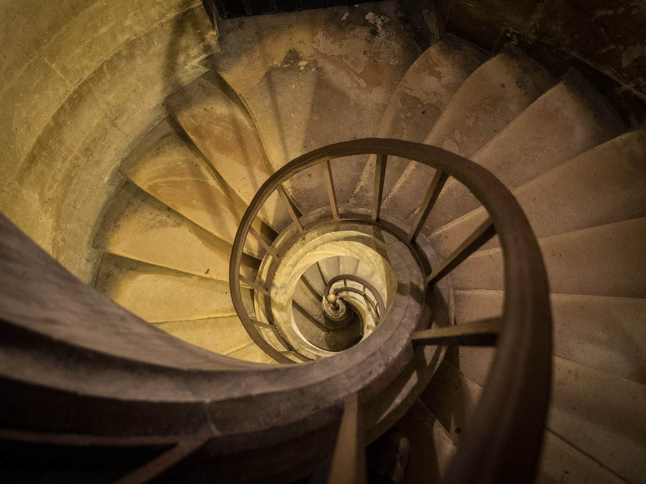 The spiral staircase down into the crypt.