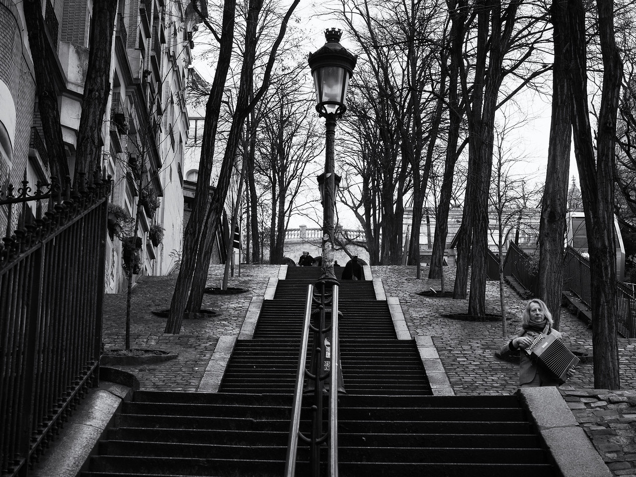 Accordion player at the bottom of steps leading up to Sacre Coeur.