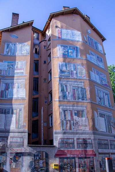 La Bibliothèque de la Cité (The Cité Library) Mural