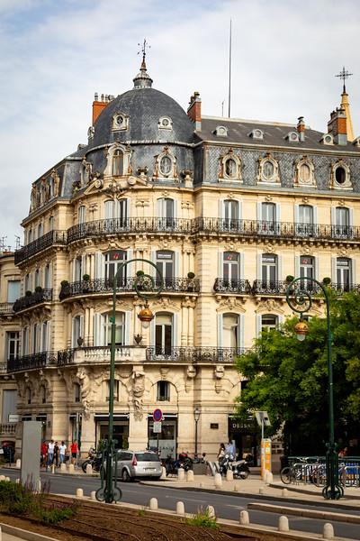 Building on Rue Foch