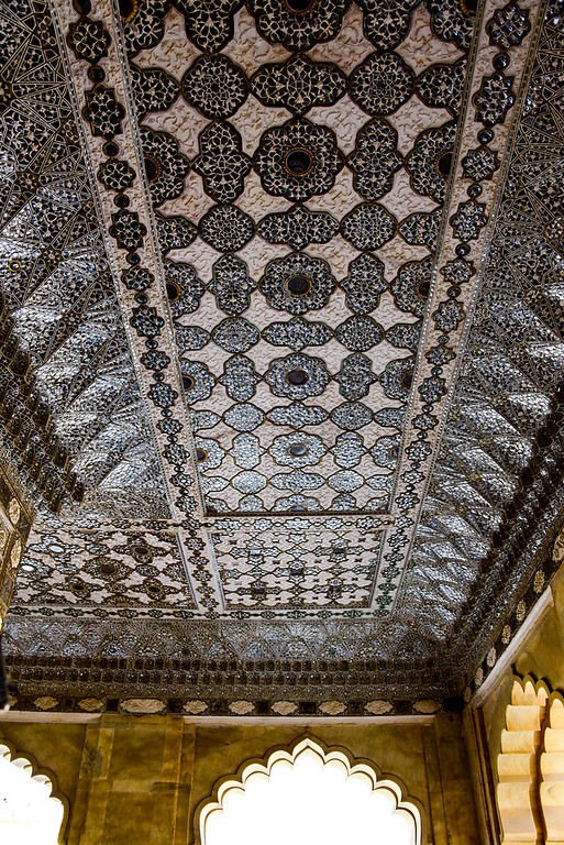 """the great """"hall of mirrors"""" at the Amber Fort"""