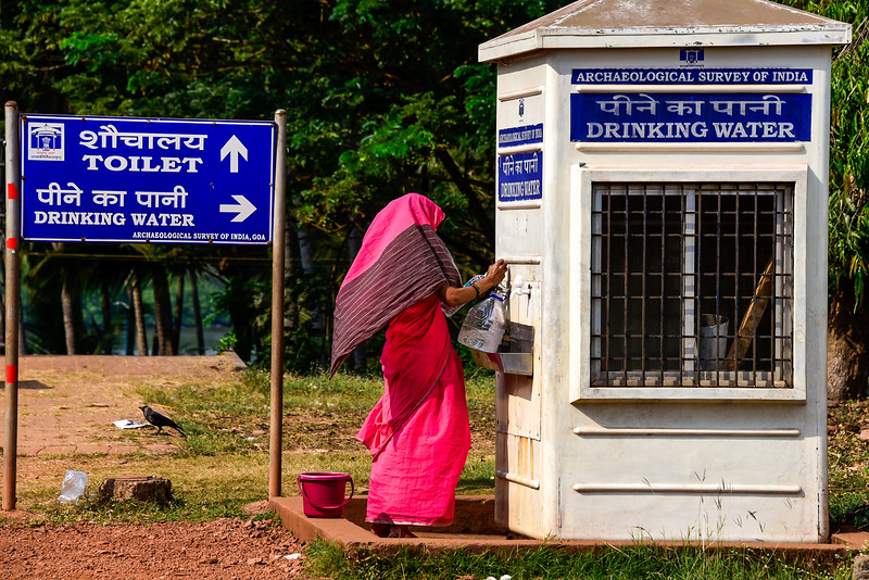 Goa - locals refilling their water containers