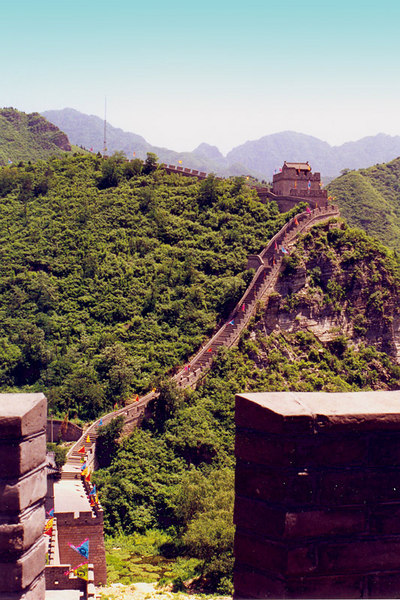 """A view of the Great Wall. The Great Wall is the world's longest man-made structure, stretching over a formidable 6,352 km (3,948 miles), from Shanhai Pass on the Bohai Sea in the east, at the limit between """"China proper"""" and Manchuria (Northeast China), to Lop Nur in the southeastern portion of Xinjiang Uygur Autonomous Region. Along most of its arc, it roughly delineates the border between North China and Inner Mongolia."""