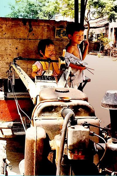Two kids hamming it up in Guangzhou.