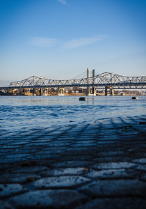 Old and new bridges across the Ohio River