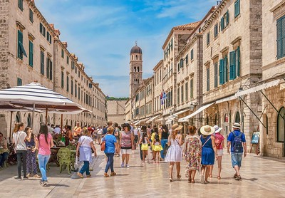 Summer tourists in Dubrovnik.