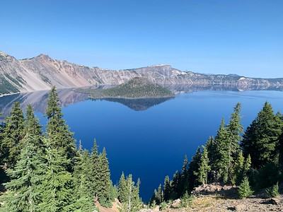 Clear view of full Crater Lake