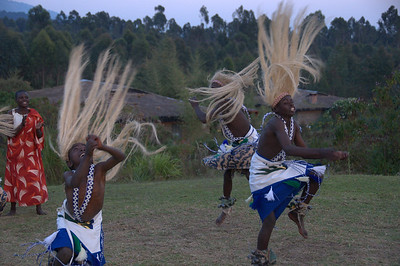 An unexpected treat – traditional Rwandan dances by a group of local students