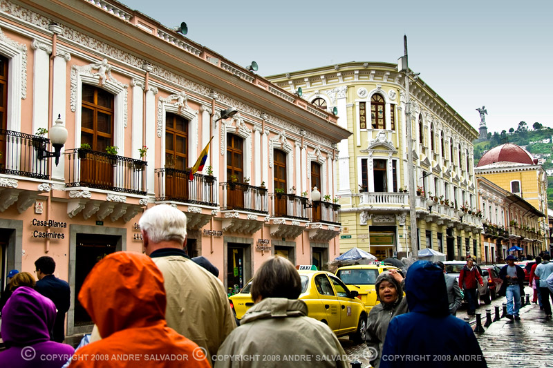 On our first day in Quito it was raining. On this photo we were on our way to the historical La Compania Church.