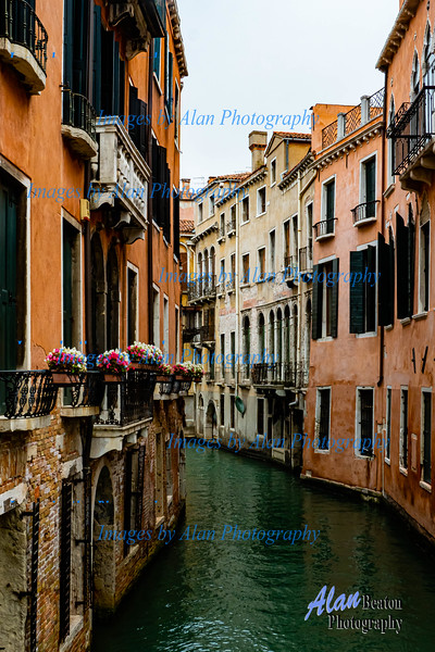 Venice - Attractive side canal