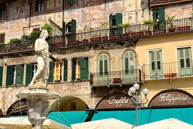 Verona, Central Plaza