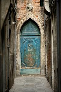 Mysterious Doorway, Castello